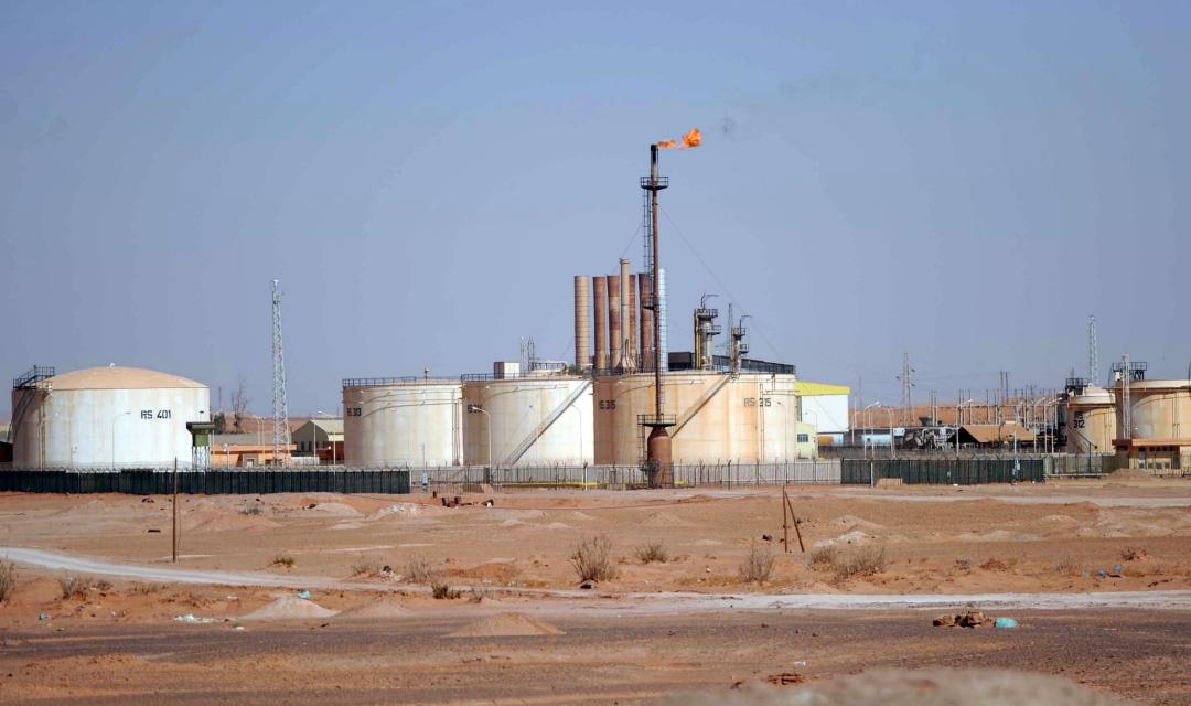 ارتفاع أسعار النفط بعد إعلان السعودية خفض إمدادات كانون الاول