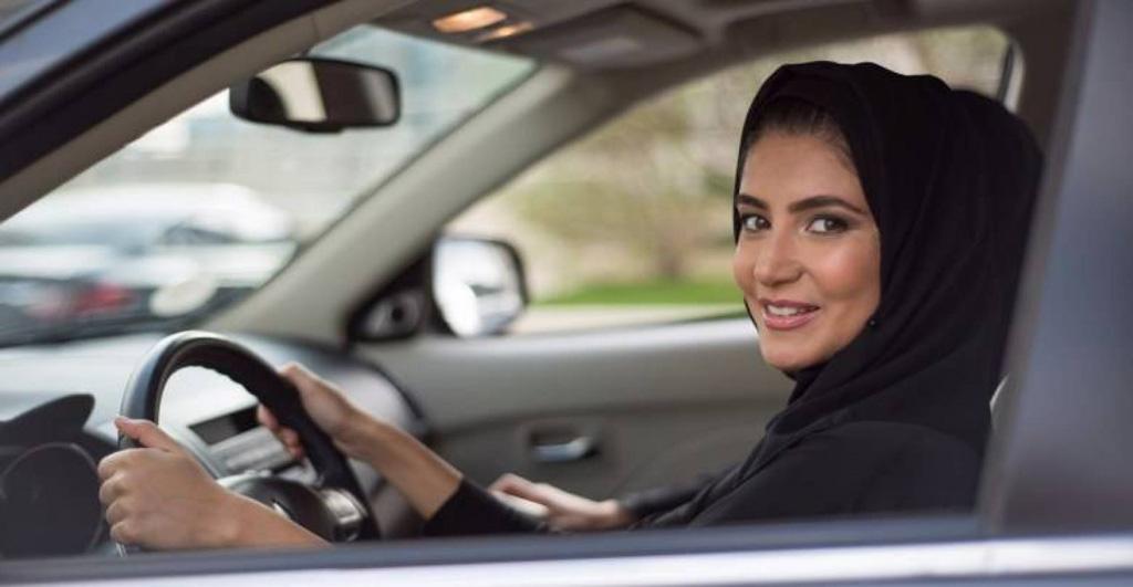 الداخلية السعودية تحذر من يلاحق النساء ويصورهن خلال قيادتهن للسيارات!