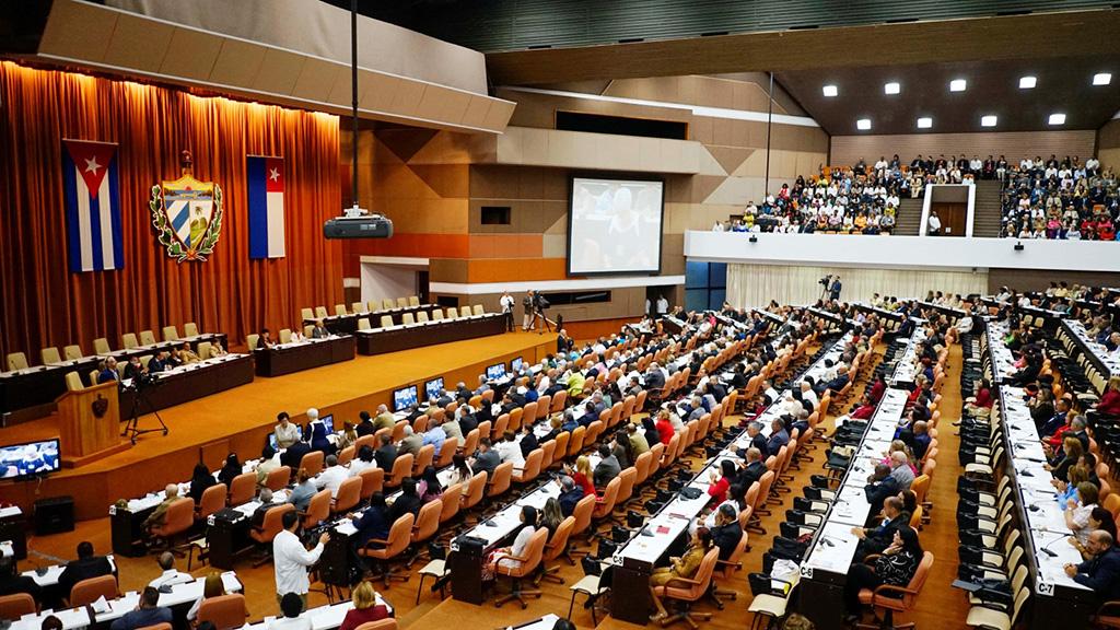 البرلمان الكوبي يقر مشروع دستور جديدا يعترف بالملكية الخاصة وباقتصاد السوق