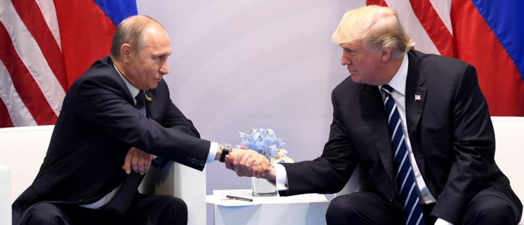 ترامب يبرر العلاقات المتوترة مع موسكو بتحقيق الإف بي آي حول تدخل روسيا في الانتخابات