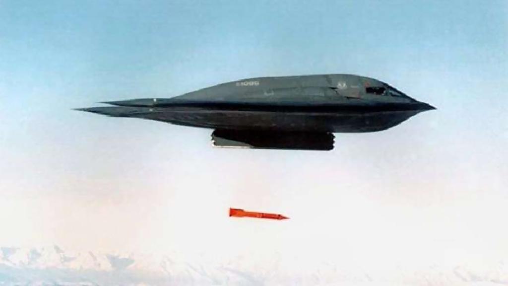 سلاح الجو الأمريكي يعترف باختبار قنبلة نووية معدلة
