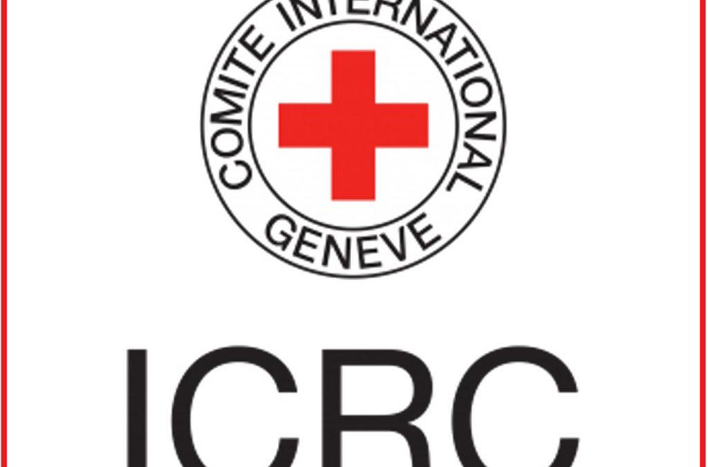 الصليب الأحمر: عشرات القتلى والجرحى في هجوم على حافلة تقل أطفالا في سوق في اليمن