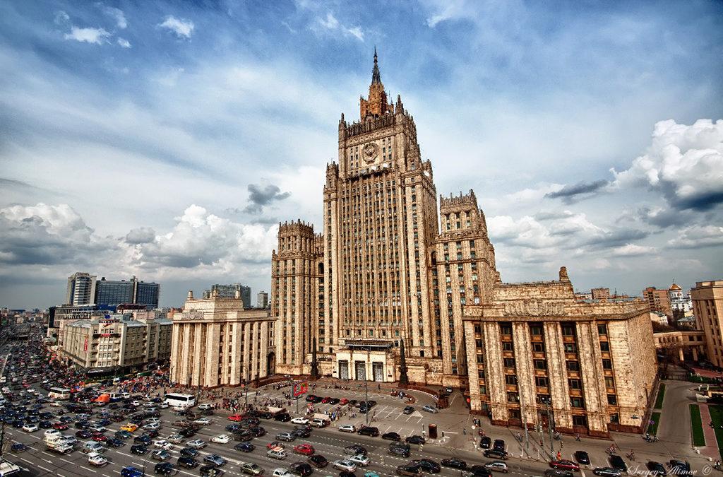موسكو: إخلاء محطة للسكك الحديدية و12 مركزاً تجارياً بعد تهديدات بوجود قنبلة