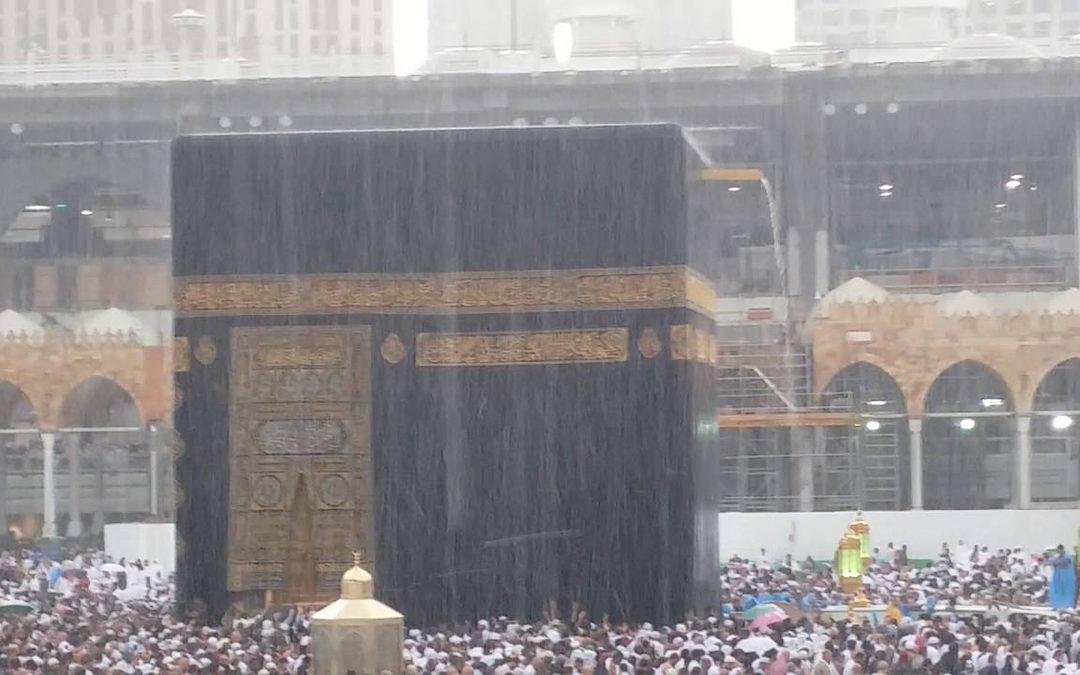 مكة المكرمة تطالب الحجاج بعدم الجلوس على مرتفعات الجبال بسبب الرياح