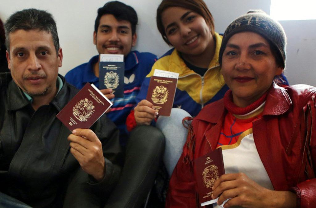 97 فنزويليا يعودون من البيرو في طائرة أرسلها مادورو