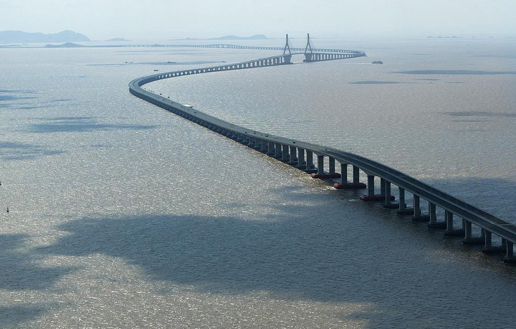 الرئيس الصيني افتتح أطول جسر مائي في العالم يربط بين هونغ كونغ والصين