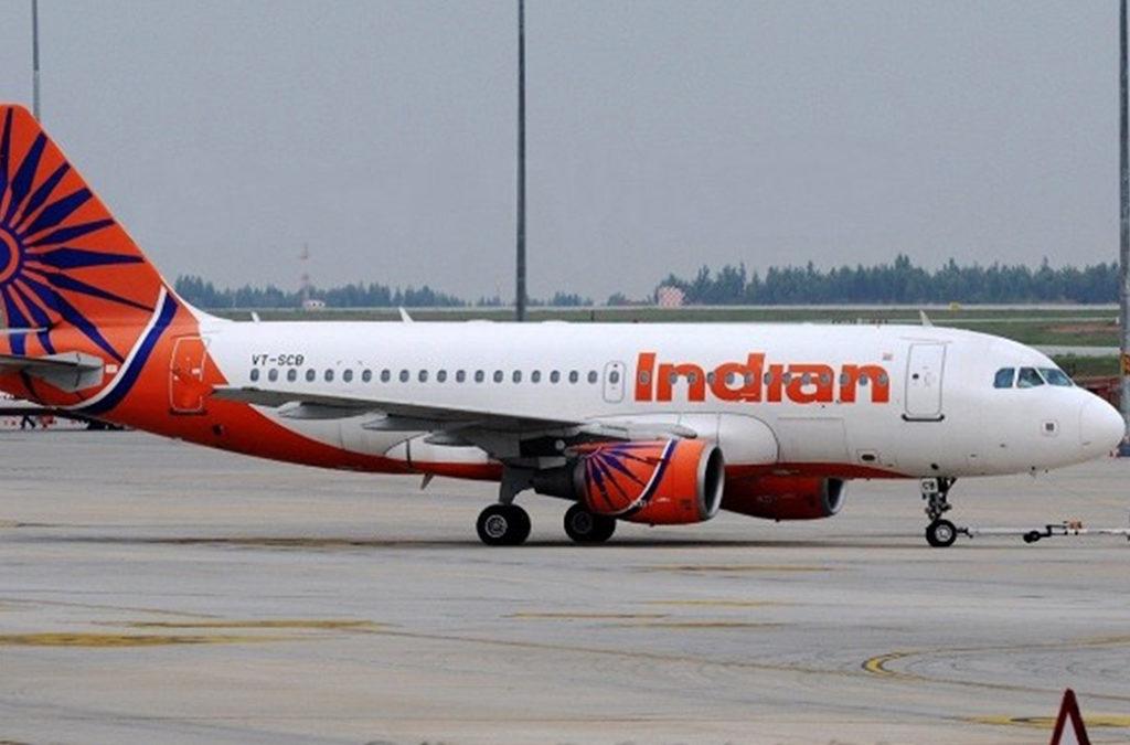 طائرة هندية تصطدم بجدار المطار أثناء إقلاعها