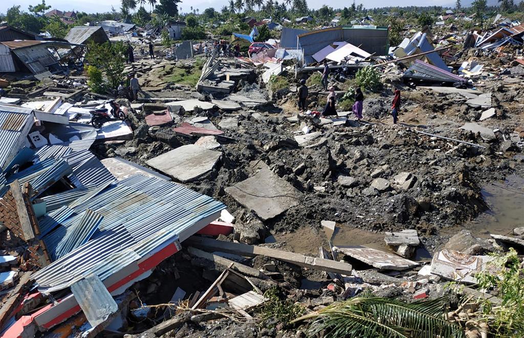 وكالة الإغاثة : أكثر من ألف شخص ربما ما زالوا مفقودين بعد زلزال إندونيسيا