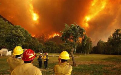"""إجلاء نحو 240 ألف شخص من كاليفورنيا بسبب الحرائق """"المروّعة""""!"""