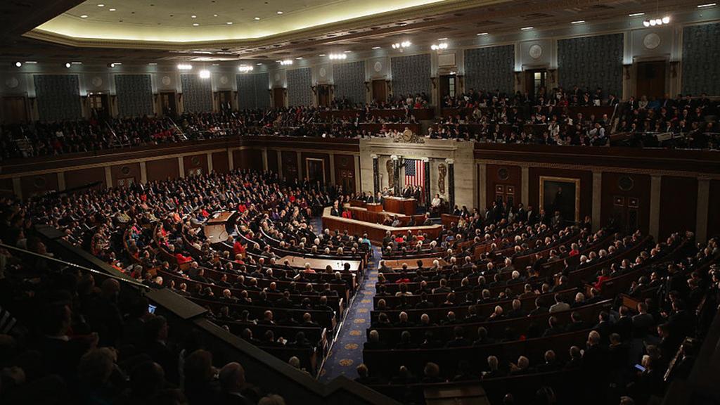 النواب الأميركيون يصوتون للحد من سلطات ترامب لشن حرب