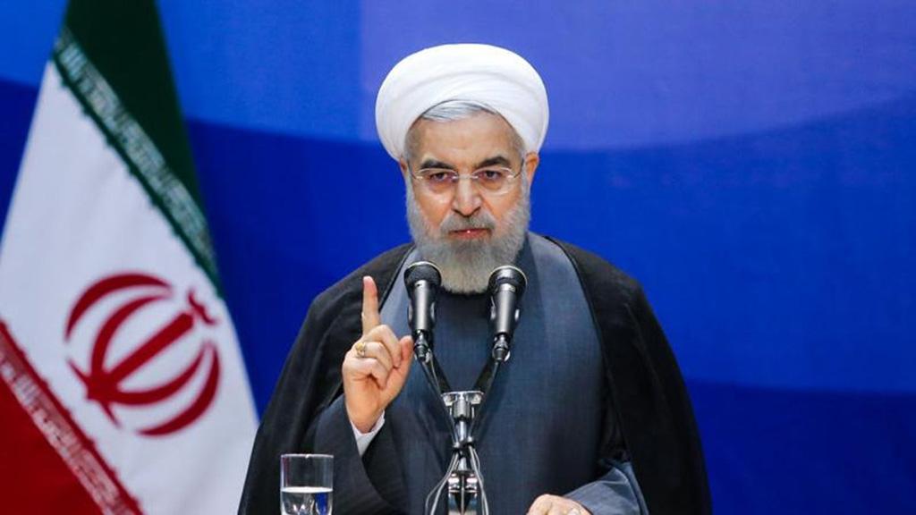 روحاني: عقوبات أمريكا أثرت بقوة على اقتصاد البلاد ومن ينكر ذلك يدعمها