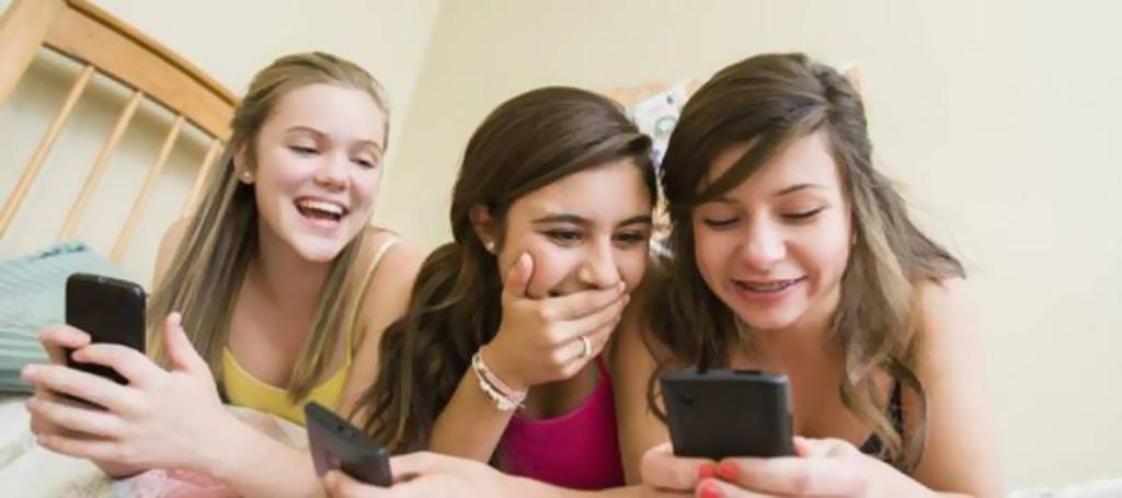 قد تشكل خطراً كبيراً على الأطفال والمراهقين.. 4 منصات للتواصل الاجتماعي يجب على الآباء الإلمام بها في 2018