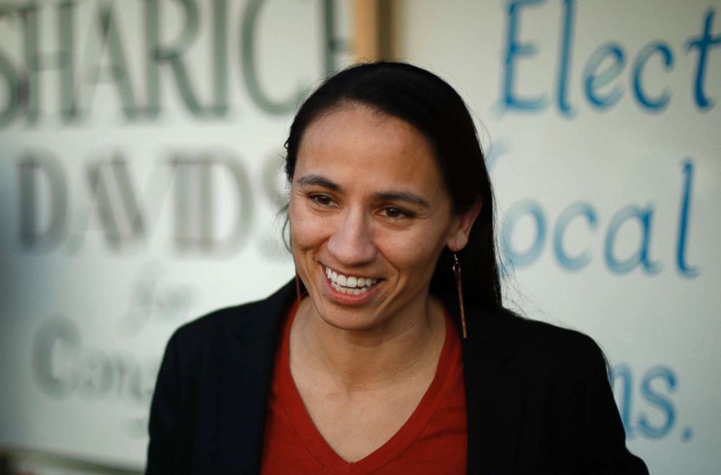 أميركية من السكان الأصليين وامرأتان مسلمتان دخلن الكونغرس