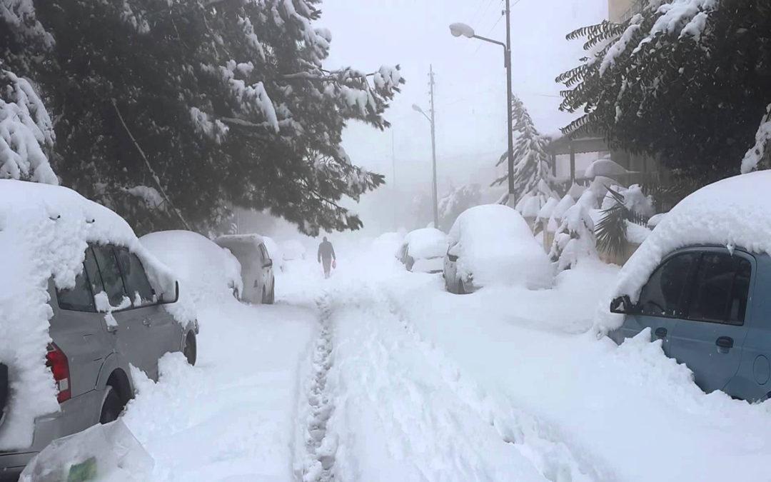 انحسار العاصفة ظهر غد الجمعة والثلوج تلامس 800 متر ليلا