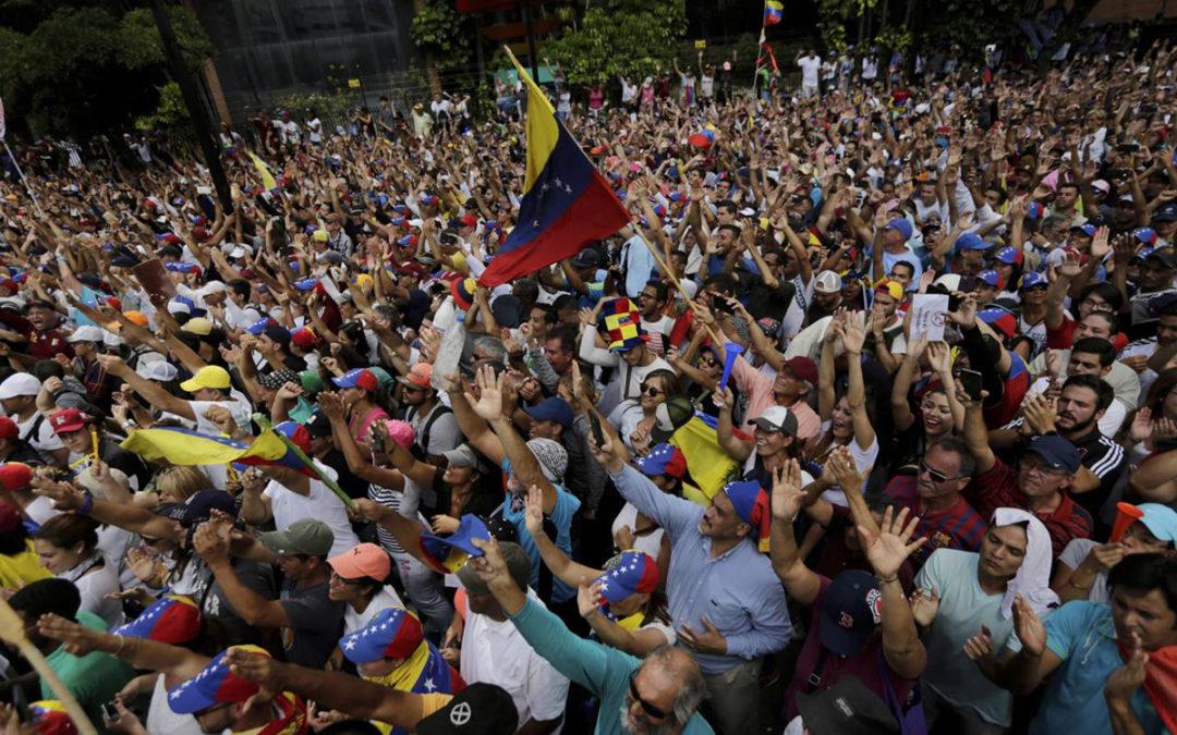 """سفير فنزويلا يعلن عن محاولة تنفيذ """"سيناريو سوريا"""" في بلاده"""