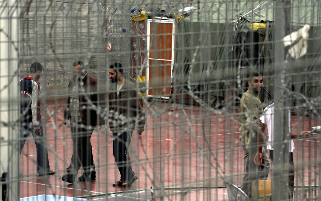 توتر في السجون الإسرائيلية… و140 أسيراً ينضمون للإضراب المفتوح