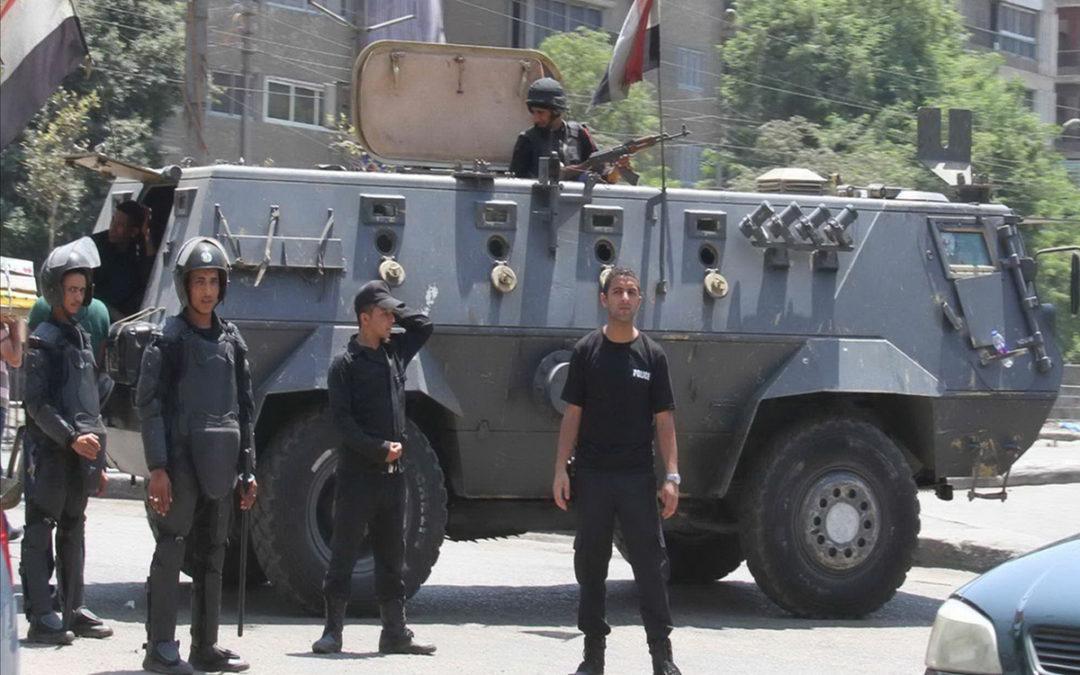 إصابة شرطي ومقتل عناصر يشتبه أنهم مقاتلون بتبادل لاطلاق النار قرب القاهرة