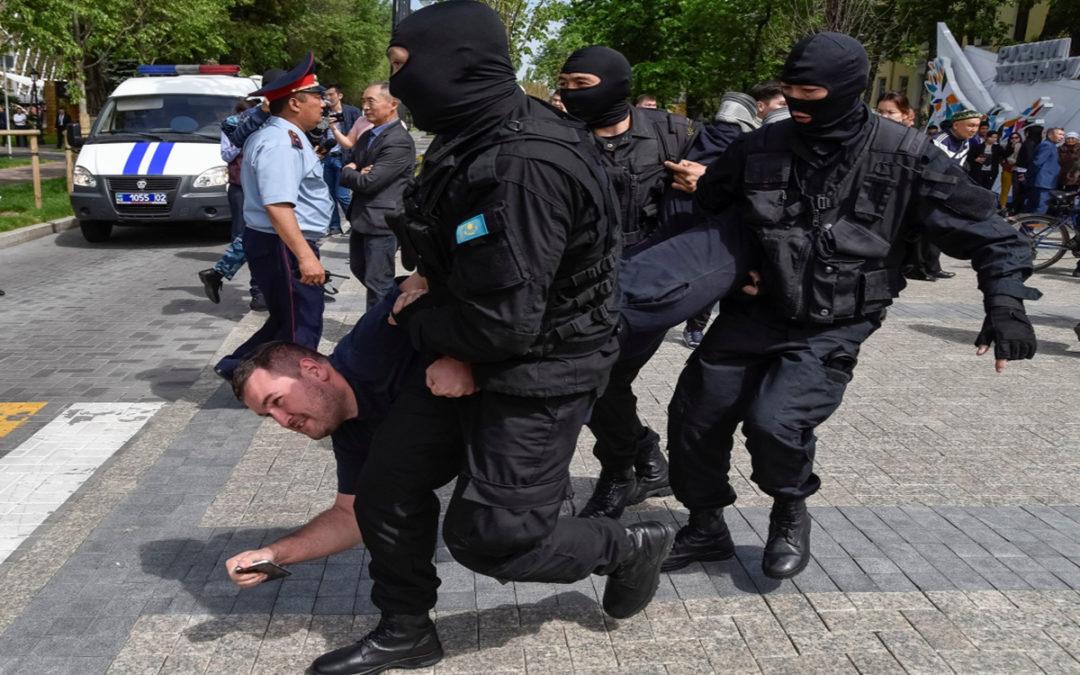 شرطة كازاخستان فرقت محتجين معترضين على تغيير اسم العاصمة آستانة