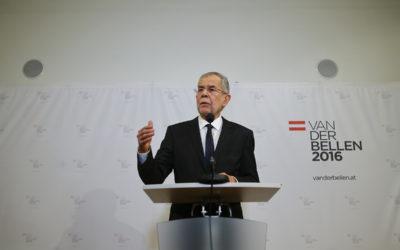 رئيس النمسا: كفانا رقصاً على مزمار ترامب!