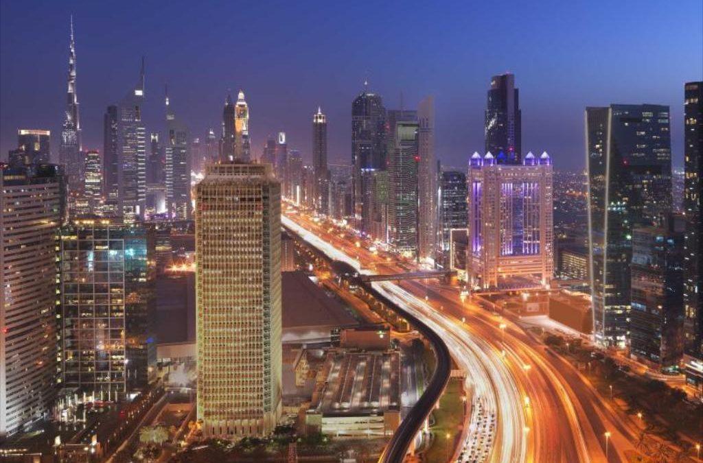 الإمارات تمنح 6800 مستثمراً تأشيرات الإقامة الذهبية