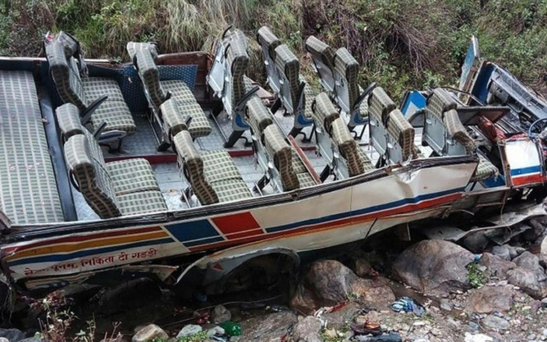 مصرع 17 شخصا على الأقل في سقوط حافلة ركاب في واد في البيرو