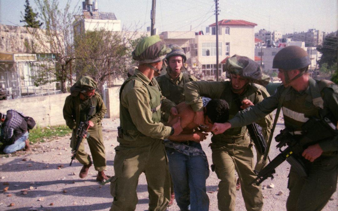 الاحتلال ينفذ حملة اعتقالات ومداهمات واسعة في الضفة الغربية
