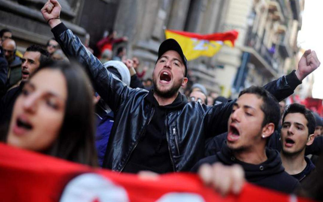 الاف المتظاهرين احتشدوا امام البرلمان الايطالي رفضا للحكومة الجديدة