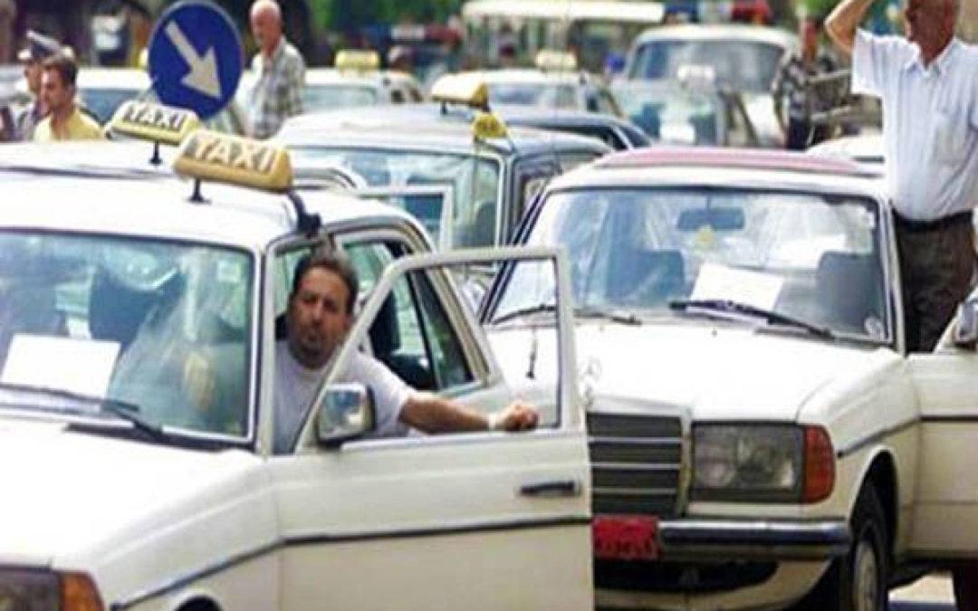 """اعتصامات لقطاع النقل البري في شوارع بيروت رفضاً لـ""""اوبر وكريم"""""""