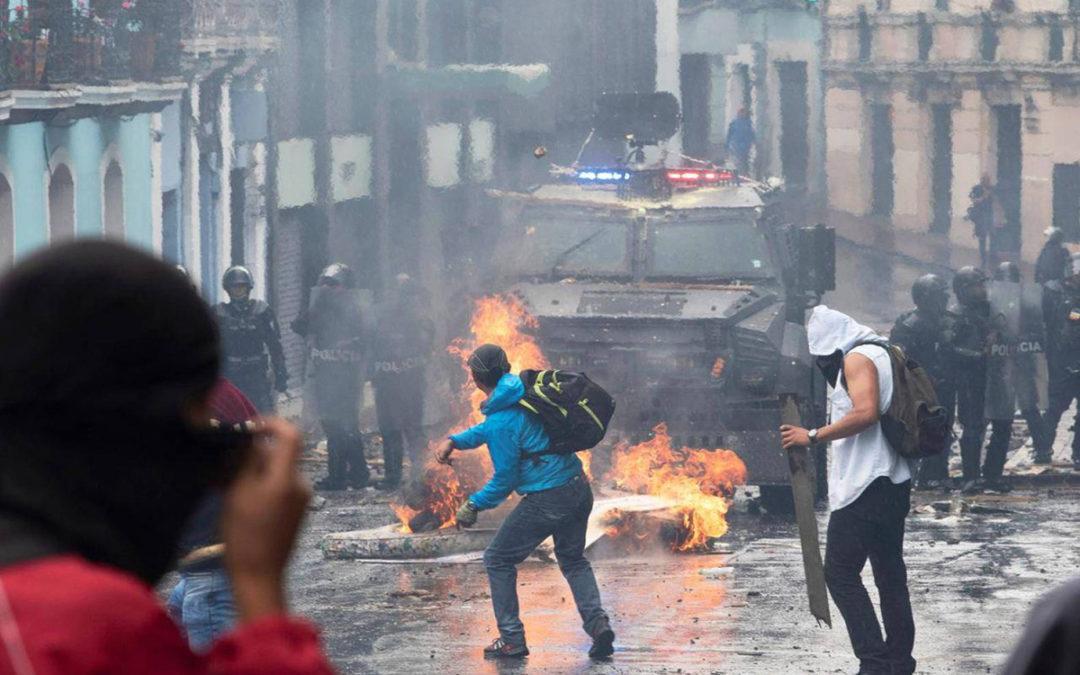 صدامات بين محتجين وقوات الأمن بعد إعلان حال الطوارىء في الاكوادور