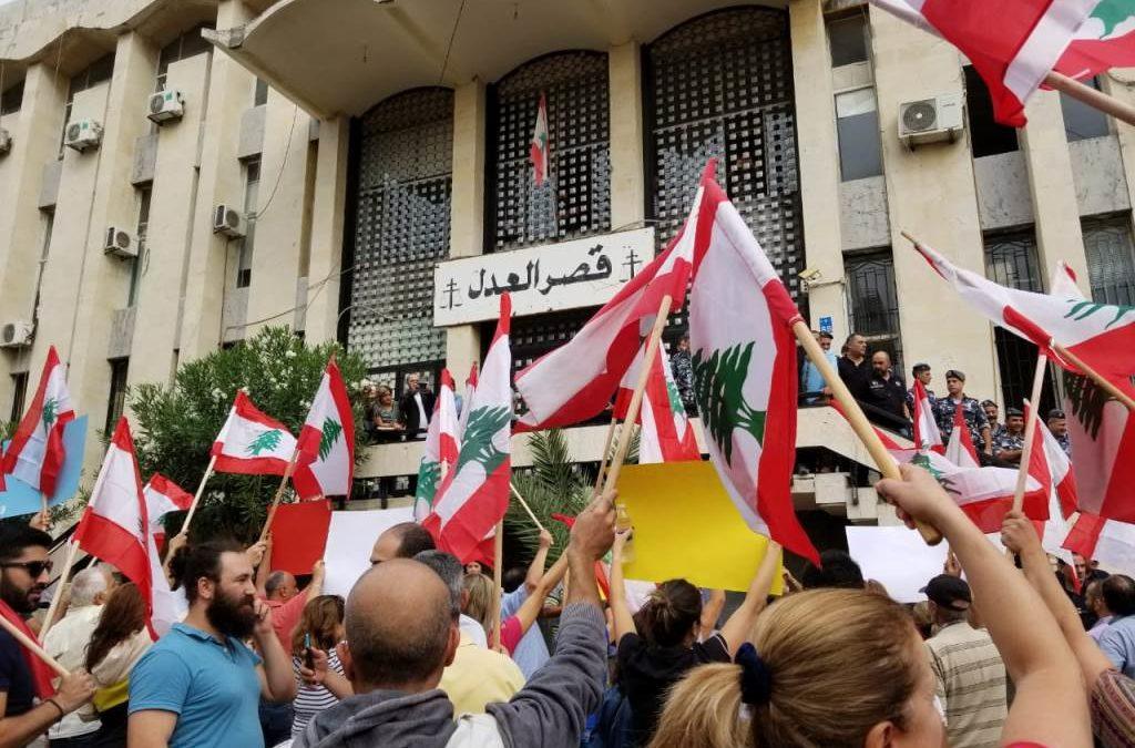 المزيد من الحشود الى ساحة جل الديب وقصر العدل ورياص الصلح لمتابعة كلمة رئيس الجمهورية