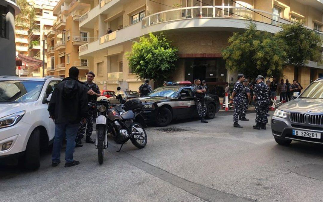 مُحاصرة منزل الوزير محمد شقير من قبل المتظاهرين واعتصام امام مبنى الواردات
