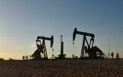 النفط يهبط وسط مخاوف من زيادة في المعروض