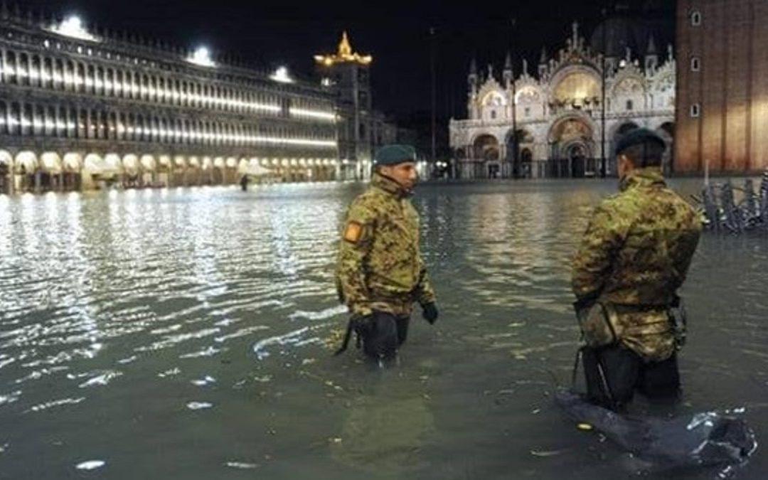 البندقية تتعرّض لأسوأ فيضانات منذ 50 عاماً