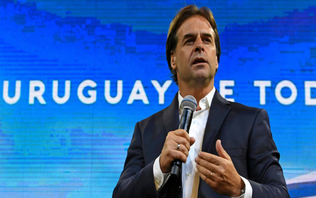 فوز اليميني لويس لاكاشه في الانتخابات الرئاسية في الأوروغواي