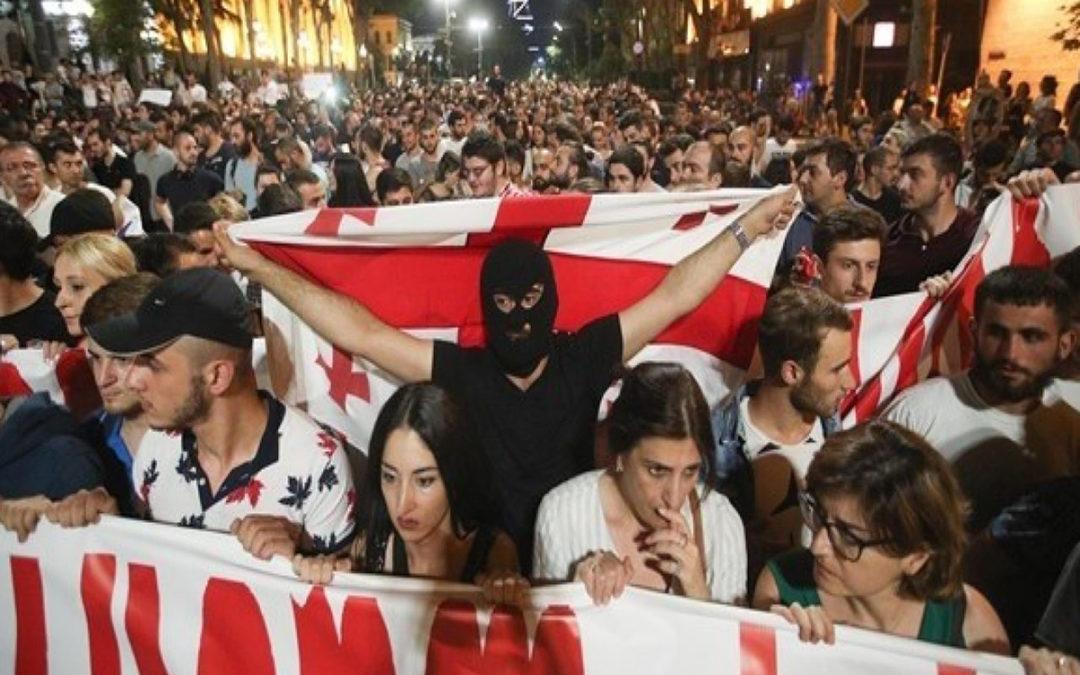 واشنطن وبروكسل تعربان عن دعمها للمتظاهرين في جورجيا