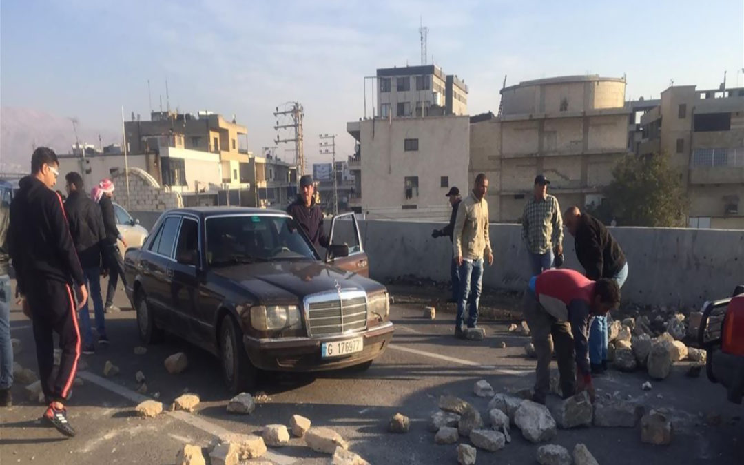 جريحان باشكال بين المتظاهرين والمارة على خليفة ازالة العوائق في راشيا