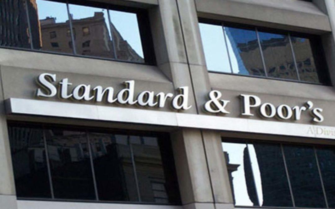 """""""ستاندرد آند بورز"""" تخفض تصنيف 3 بنوك لبنانية"""