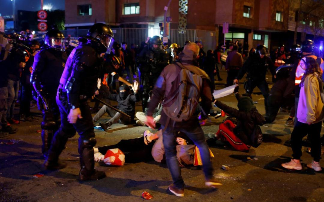 50 جريحا بصدامات في برشلونة بين الشرطة ومتظاهرين
