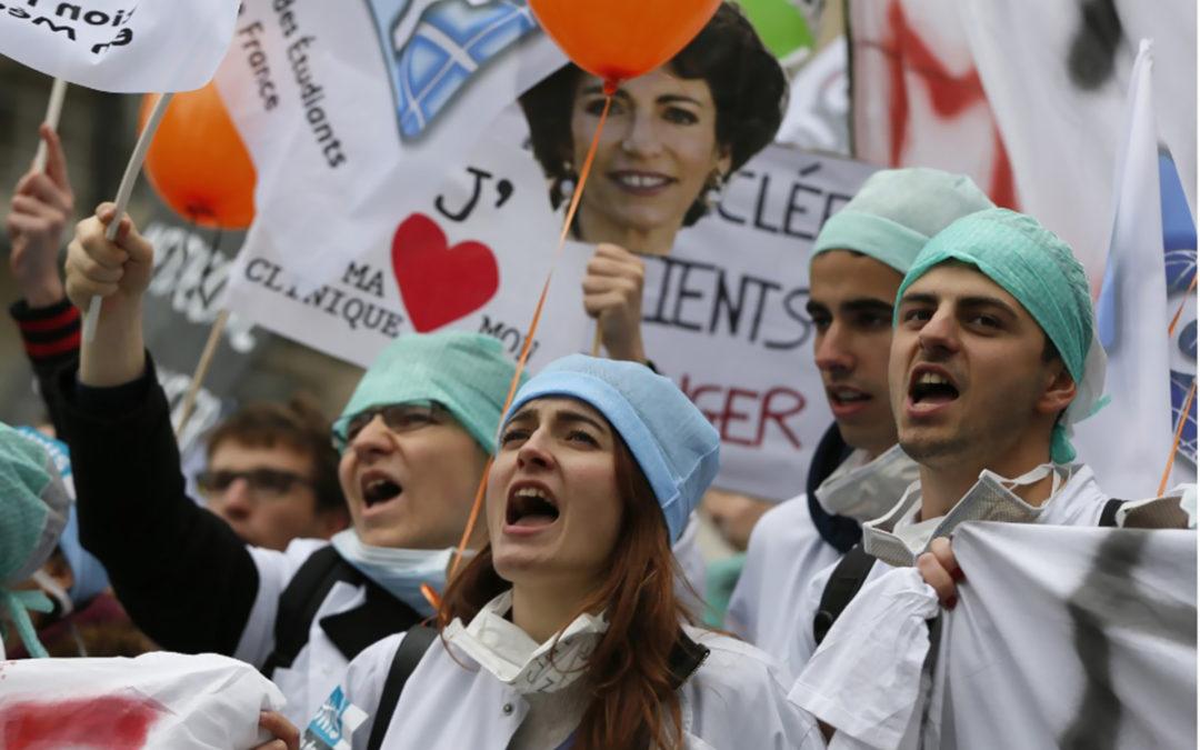 إضرابات فرنسا.. مئات الأطباء يهددون بالاستقالة احتجاجا على قلة التمويل