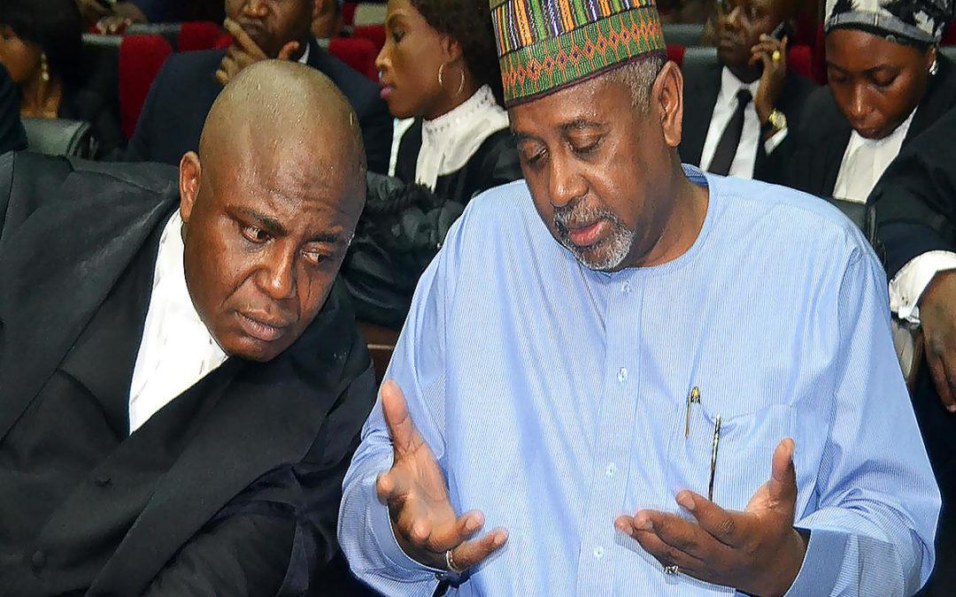 نيجيريا تطلق سراح مسؤول رفيع سابق متهم بالاستيلاء على ملياري دولار