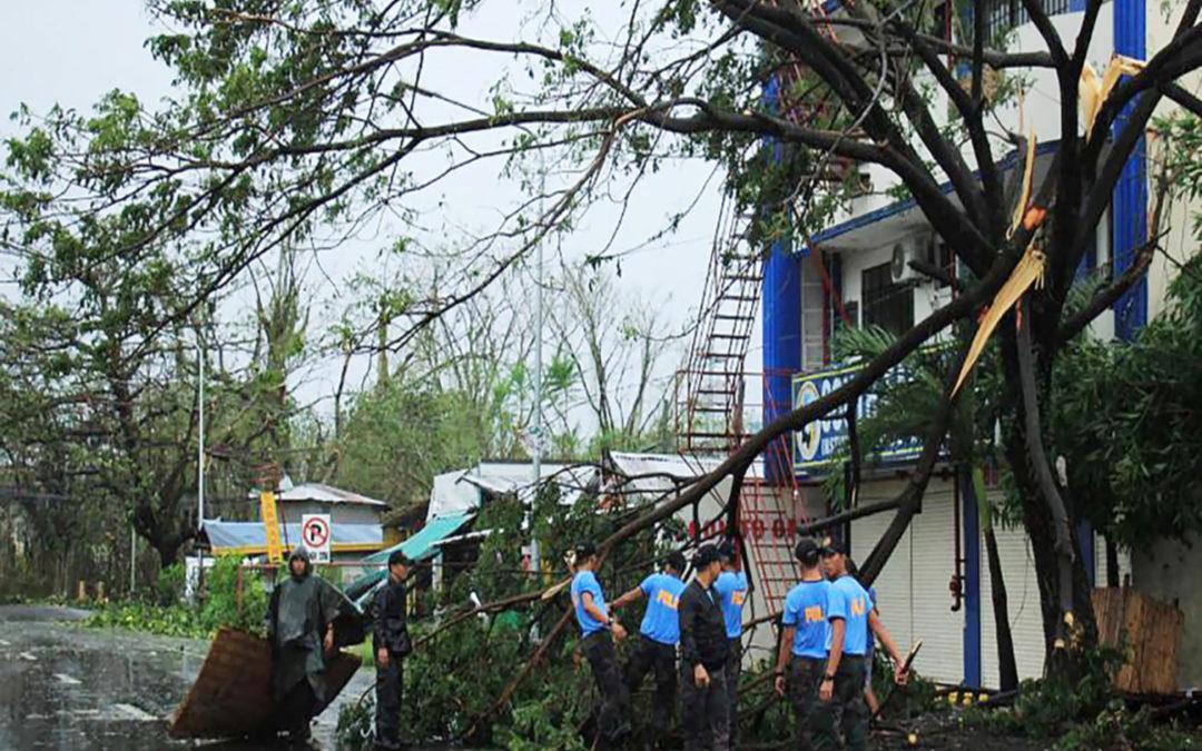 الإعصار كاموري ضرب الفيليبين والسلطات أغلقت مطار مانيلا
