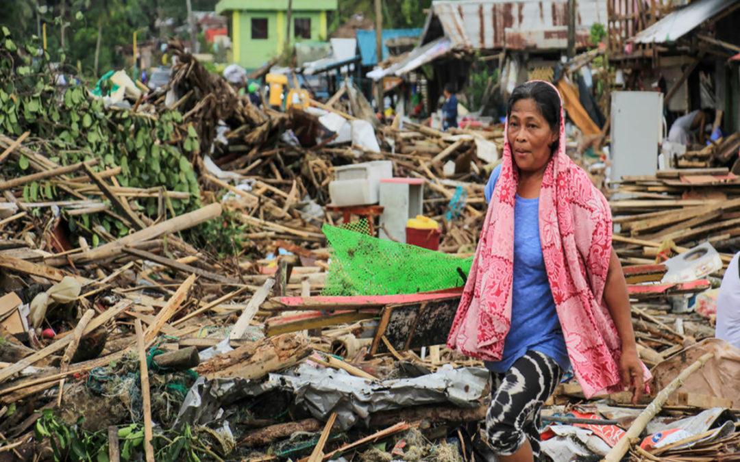 إعصار استوائي يفسد خطط الآلاف من سكان الفيليبين في عيد الميلاد