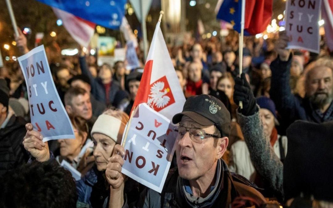 آلاف البولنديين يتظاهرون ضد قانون يهدف لمعاقبة قضاة
