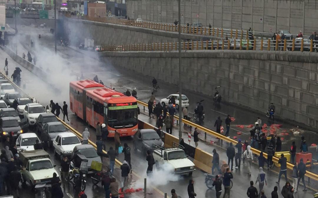 قائد شرطة طهران نفى إطلاق النار على المحتجين