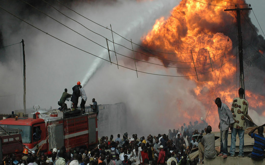 4 قتلى في حريق أنبوب للنفط في لاغوس