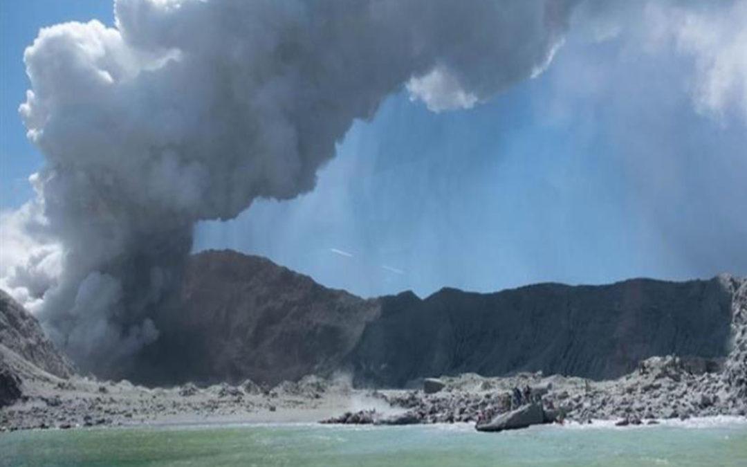 ارتفاع حصيلة ضحايا بركان نيوزيلندا إلى 20 قتيلا