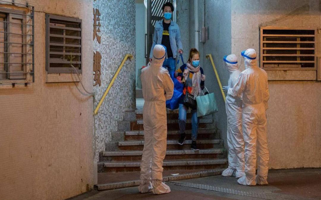 إجلاء مئات السكان في برج بهونغ كونغ بعد اكتشاف إصابتين بفيروس كورونا