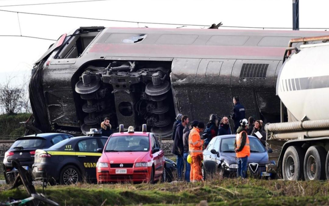 مقتل اثنين من عمال سكك الحديد لدى خروج قطار عن مساره في ميلانو