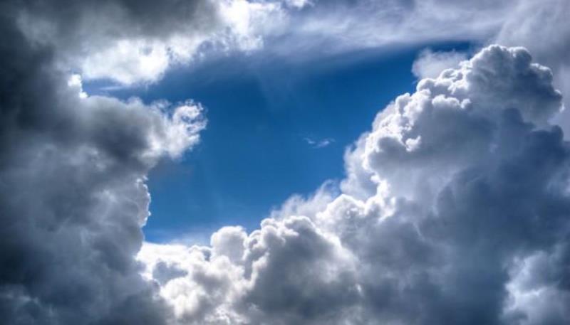الطقس غدا السبت غائم جزئيا الى غائم أحيانا مع انخفاض بالحرارة