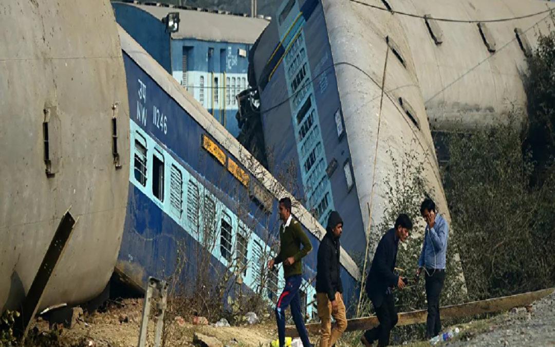 قطار في الهند يدهس 14 عاملا كانوا نائمين على خط السكك الحديد
